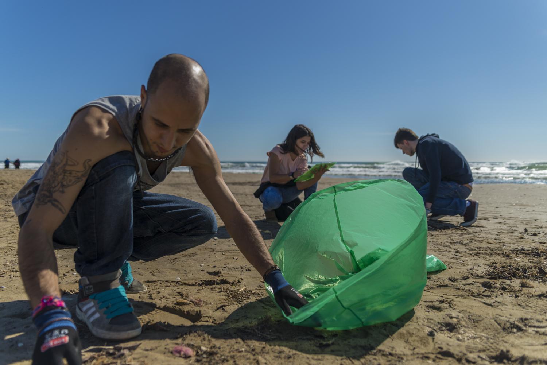 Valencia se suma a una limpieza mundial del planeta