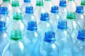 No reutilices las botellas de plástico